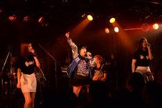 「ユルネバ~キミは一人じゃない~LIVE」東京・下北沢GARDEN公演の様子。