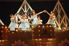 Berryz工房によるラストコンサートの様子。