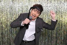 「キャラオケ18番」のMCを務める羽鳥慎一。(c)日本テレビ