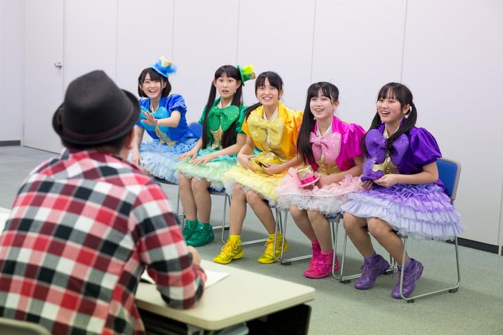 清原寛プロデューサーから「かがくdeムチャミタス!」レギュラー出演が告げられたたこやきレインボー。