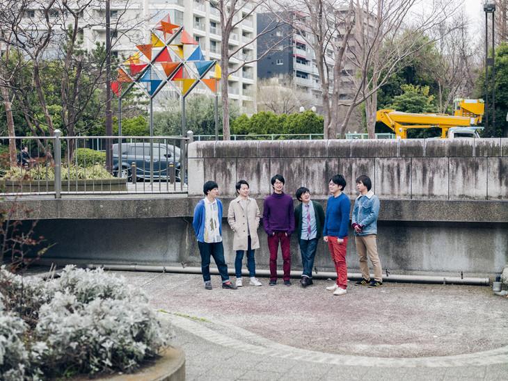 80年代生まれの6人組バンド 1983 異国情緒漂うデビューアルバム 音楽
