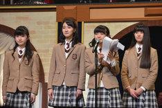 左から水野由結、野津友那乃、菊地最愛、田口華。