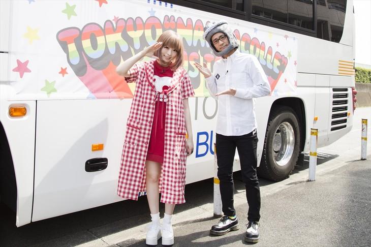 """「東京""""なんだこれ""""バスツアー SPECIAL」収録中の様子。"""