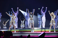"""E-girls「LIVE TOUR 2015 """"COLORFUL WORLD""""」4月29日の埼玉・さいたまスーパーアリーナ公演の様子。"""