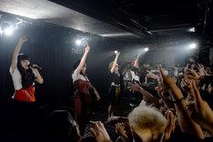 BiSHの初ライブの様子。