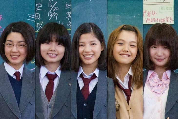 「ガールズ・ステップ」主演女優。中央が石井杏奈(E-girls)。 (c)2015「ガールズ・ステップ」製作委員会