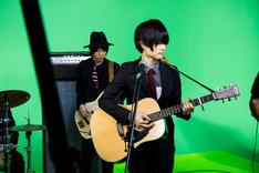 YouTube Space Tokyoのスタジオで行われた「からくりピエロ」MV撮影の様子。