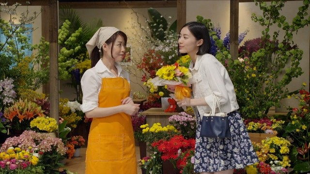 松井珠理奈(写真右)と、その母親(写真左)。