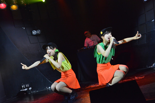 Mika+Rika。こちらの写真は2015年のライブ時のもので、当時はMIKA☆RIKA名義で活動していた。