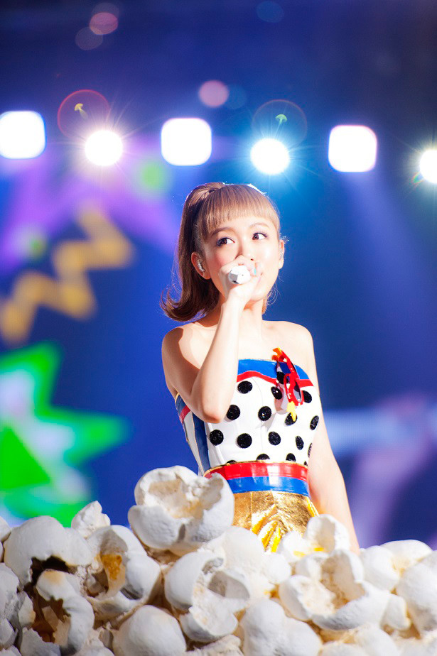 5月16日に行われた西野カナ「with LOVE tour」埼玉・さいたまスーパーアリーナ公演の様子。
