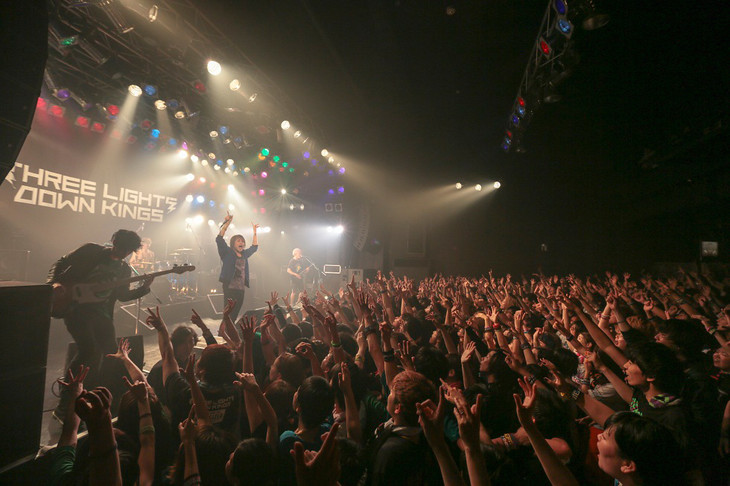 THREE LIGHTS DOWN KINGS「ワンマンツアー2015『ENERGIZER』~伝説のハイエナジー~」ElectricLadyLand公演の様子。(撮影:古川喜隆)