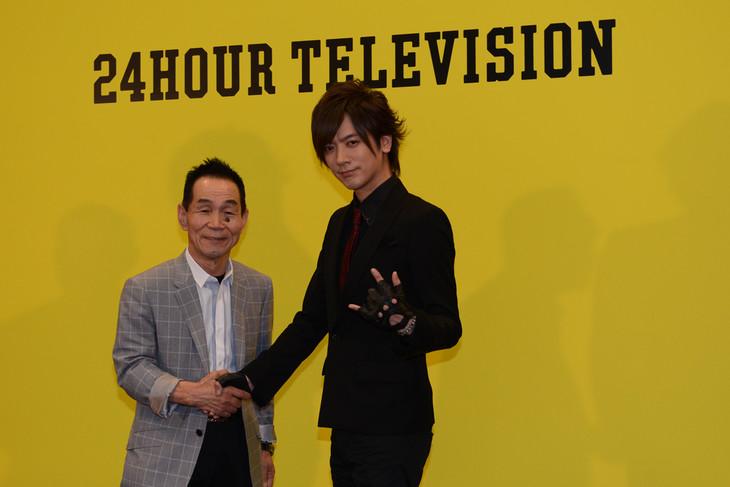 DAIGOと坂本雄次トレーナー。