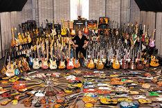 """書籍「野村義男の""""思わず検索したくなる""""ギター・コレクション YOSHIO NOMURA GUITAR COLLECTION」より。"""