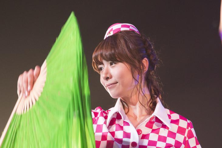 5月31日に赤坂BLITZにて行われた「PASSPO☆ ワンマンフライトツアー2015 ~More Attention~」での槙田紗子。(撮影:塚原孝顕)