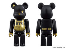 防弾少年団とのコラボBE@RBRICK。 BE@RBRICK TM & (c) 2001-2015 MEDICOM TOY CORPORATION. All rights reserved.