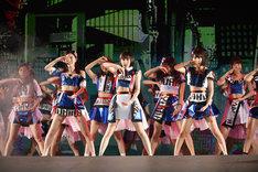 「AKB48 41stシングル 選抜総選挙~順位予想不可能、大荒れの一夜~」第1部コンサートの様子。 (c)AKS