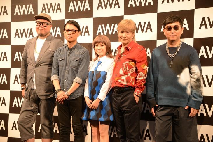 左から田中知之、大沢伸一、IMALU、小室哲哉、☆Taku Takahashi。
