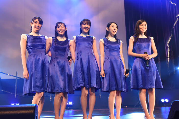Dorothy Little Happyの5人体制ラストステージとなったツアー「Dorothy Little Happy Live Tour 2015 5th Anniversary ~just move on~」最終公演の様子。