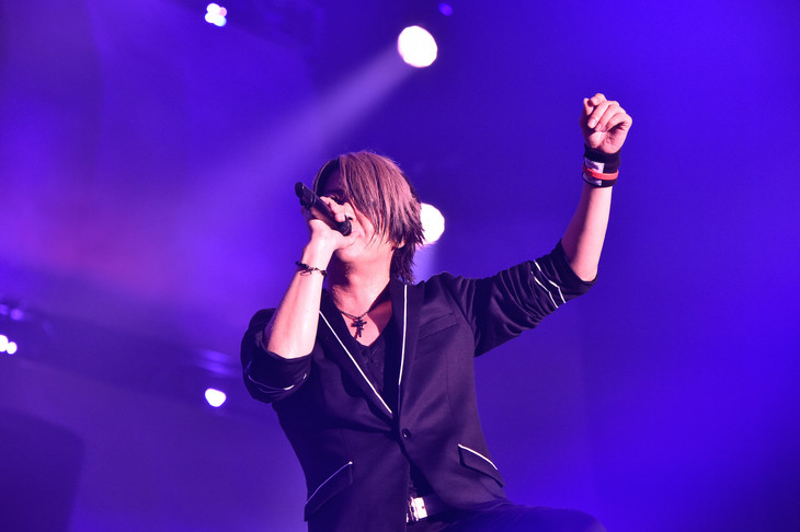 GLAY「GLAY Special Live 2015 in HAKODATE GLORIOUS MILLION DOLLAR NIGHT Vol.2」初日公演の様子。(撮影:岡田裕介)
