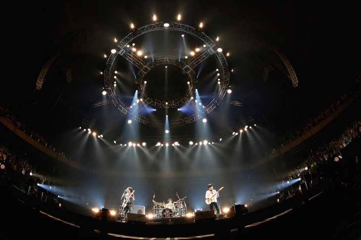 """「UNISONSQUARE GARDEN LIVE SPECIAL """"fun time 724""""」の様子。(Photo by Hisashi Mori)"""