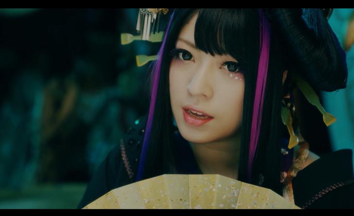 「暁ノ糸」ミュージックビデオのワンシーン。