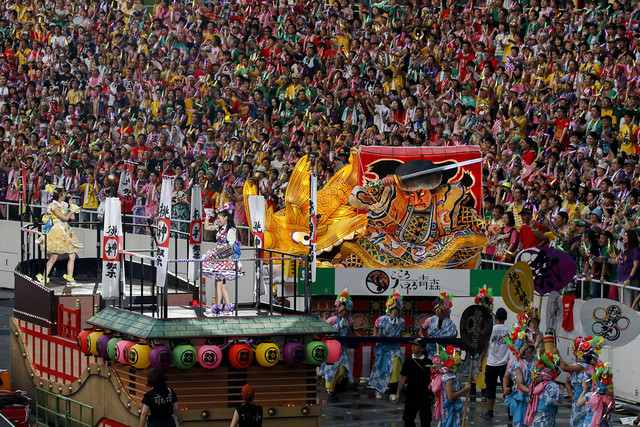 ももいろクローバーZ「ももいろクローバーZ 桃神祭2015 エコパスタジアム大会~遠州大騒儀~」の様子。(Photo by HAJIME KAMIIISAKA+Z)