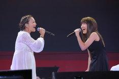 写真左より華原朋美、百田夏菜子。(Photo by Ayumi Fujita)