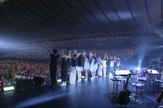 ライブのエンディングの様子。(Photo by Ayumi Fujita)