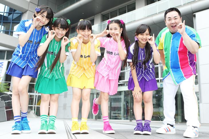 たこやきレインボーと塚地武雅(右端)。(c)関西テレビ