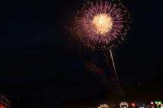 長岡の夜空に浮かぶ打ち上げ花火。