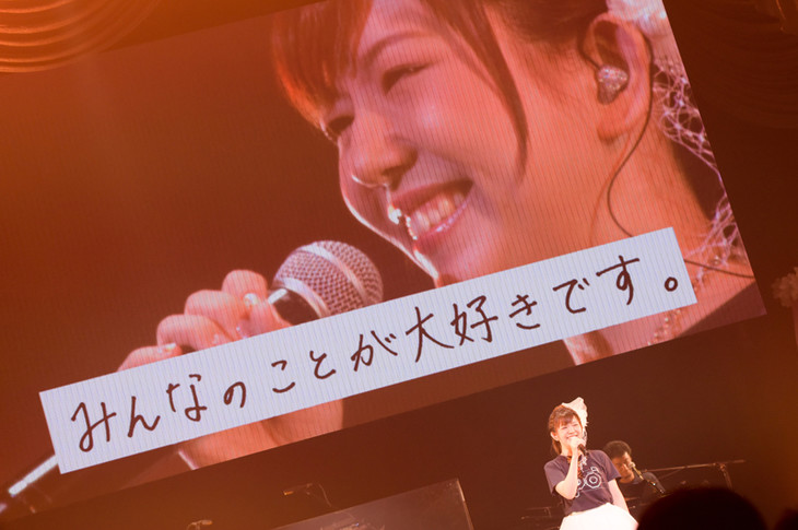 「Yui Makino 10th Anniversary LIVE ~So Happy!!~」の様子。(撮影:ヨシダヤスシ)