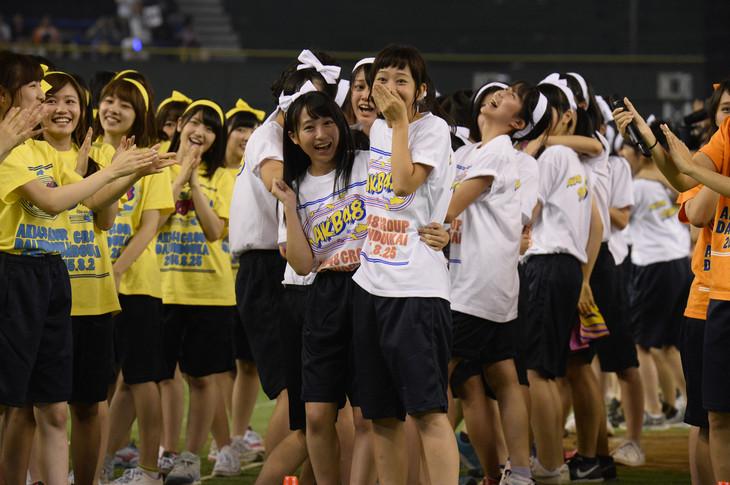 総合優勝を決めたAKB48 チーム8。 (c)AKS
