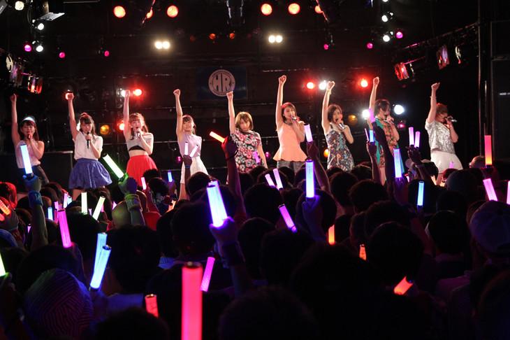本日8月27日に行われた「アンジュルム ライブツアー 2015 SUMMER/AUTUMN ~FIGHTING NINE~」埼玉公演の様子。(写真提供:アップフロントエージェンシー)