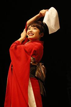 中禅寺ナキ子に扮した中島早貴。(写真提供:アップフロントエージェンシー)