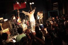 挫・人間「あなたの心にテレポート~アルバムの曲全部やるまで帰れま10~」東京・新宿red cloth公演の様子。(撮影:松本時代)
