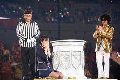優勝が決定し、泣き崩れる藤田奈那。(c)AKS