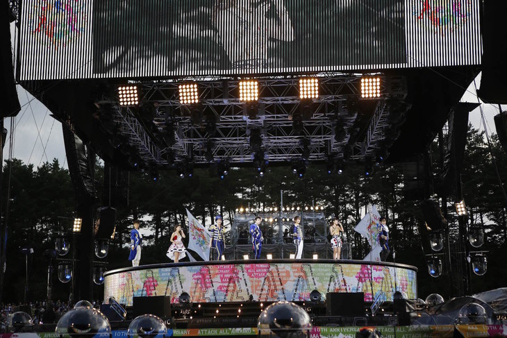 AAA「AAA 10th Anniversary SPECIAL 野外LIVE in 富士急ハイランド」の様子。(写真提供:avex music creative)
