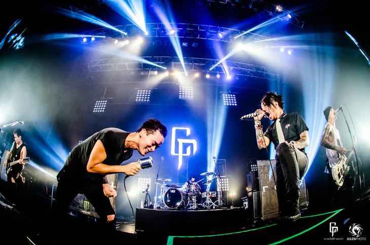 coldrain「SETLIST ELECTION LIVE 2015」にて「The Maze」でSiMのMAH(Vo)が登場した様子。