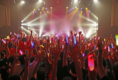 「LIVEツアー2015秋~THE STORY IS NEVER-ENDING~」東京・TSUTAYA O-WEST公演の様子。(提供:アップフロントグループ)