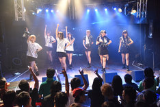 """「HIROSHIMA MAPLE★S 2nd LIVE TOUR 2015-2016""""P(L/R)AYERS""""」東京公演の様子。"""
