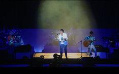 TUBE「TONIGHT」ミュージックビデオのワンシーン。