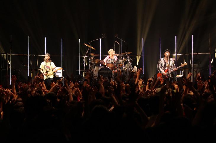 MONGOL800「MONGOL800 People People TOUR 2015」東京・新木場STUDIO COAST10月1日公演の様子。(写真提供:ハイウェーブ)