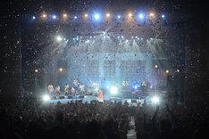 「住宅情報館 presents Every Little Thing 20th Anniversary Best Hit Tour 2015-2016 ~Tabitabi~」埼玉・越谷サンシティホール公演の様子。(撮影:藤堂正寛)