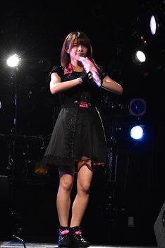 金澤朋子。写真は2015年10月に行われた、ドラマ「武道館」に登場するアイドルユニット・NEXT YOUのお披露目会の様子。