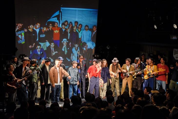 全出演者が集結したアンコールの様子。 (撮影:小見山峻)