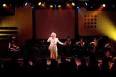 「櫻井有紀×YUKI 響演『独唱-悠久の檜舞台-』」のライブの様子。(写真提供:Airs' Rock)