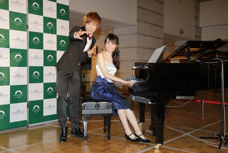 左からUMI☆KUUN、松井咲子。 (撮影:濱野智)