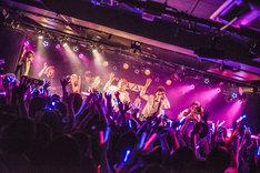 「ONIGAWARA 1stアルバム『エビバディOK?』リリースツアー2015~ウィーアーOK!!~」新代田FEVER公演の様子。(撮影:大橋祐希)