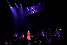 「野宮真貴、渋谷系を歌う -2015-。~Miss Maki Nomiya sings Shibuya-kei Standards 2015~」の様子。(Photo by hajime kamiiisaka)