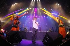 """「ザ・ベスト・オブ 藤井隆 """"AUDIO VISUAL""""& tofubeats """"POSITIVE"""" W release party! 」のライブの様子。(撮影:高橋良美)"""